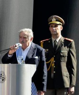 DEBEMOS DE PENSAR EN EL FUTURO DE ESTE URUGUAY