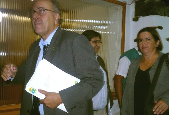 Dr. MARCOS CARAMBULA USTED ES INTENDENTE DE TODO CANELONES NO SOLO DE  LOS FRENTEAMPLISTAS.