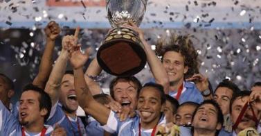 LOS URUGUAYOS CAMPEONES DE AMÉRICA 1950: (Campeones del Mundo)- 2011: (Campeones de America) .