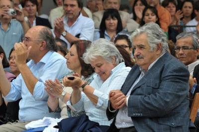 URUGUAY NECESTA URGENTE QUE LA GENTE PIENSE EN UN PAÍS LIBRE Y DEMOCRATICO Y NADA QUE SE PAREZCA CUBA O VENEZUELA QUE LOS CIUDADANOS SEAN LIBRES Y LOS PERIODISTAS TENGAN LIBERTAD DE PRENSA ART.19.
