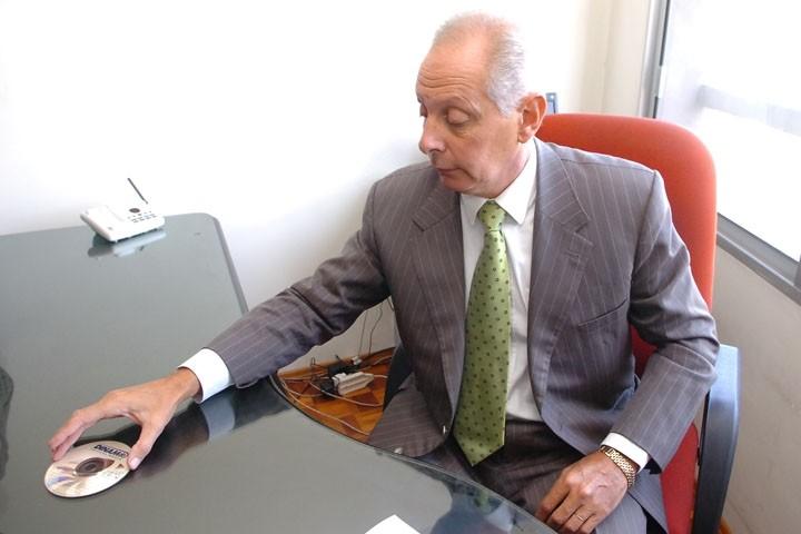 (TODO INDIVIDUO TIENE DERECHO A LA LIBERTAD DE OPINIÓN Y EXPRESIÓN ESTE DERECHO INCLUYE EL DE NO SER MOLESTADO A CAUSA DE SUS OPINIONES EL DE INVESTIGAR Y RECIBIR INFORMACIONES, Y EL DE DIFUNDIRLAS SIN LIMITACION DE FRONTERAS POR CUALQUIER MEDIO DE EXPRESIÓN)
